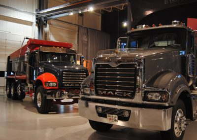 MackTrucks header